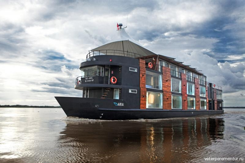 aqua-amazon-boutique-hotel-boat