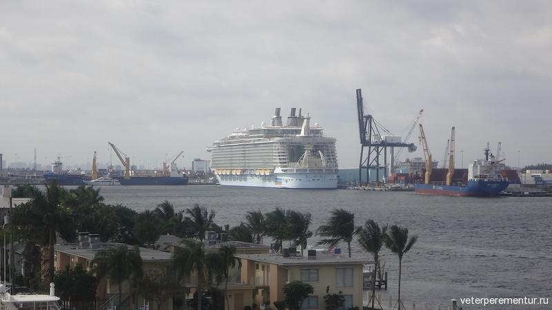 Корабль в порту Форта Лодердейл