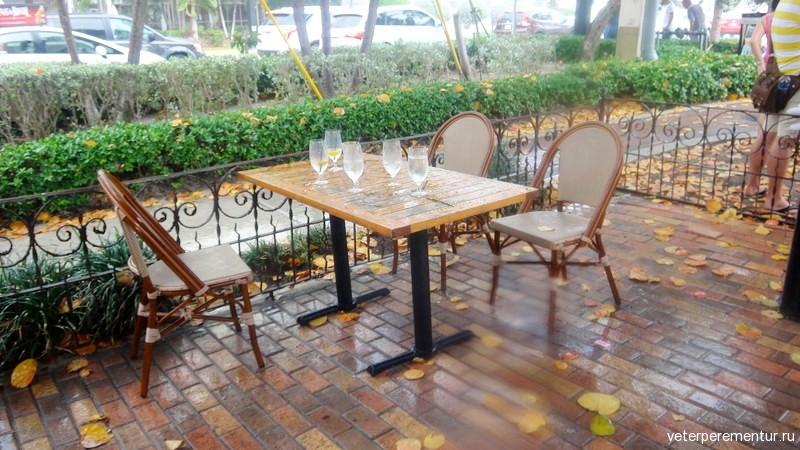 Форт Лодердейл, кафе в дождь
