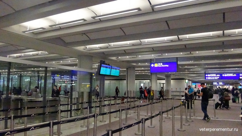 Аэропорт Гонконга, указатели к парому на Макао