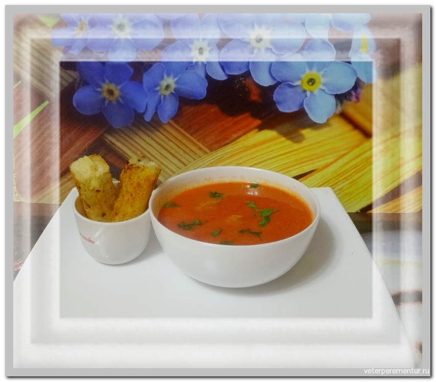 Томатный суп и рулетики с сыром
