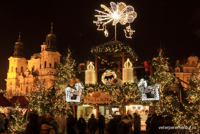 680-christmas-mood-on-the-old-town-square-prague
