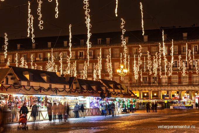 680-main-square-of-madrid-illuminated-for-christmas