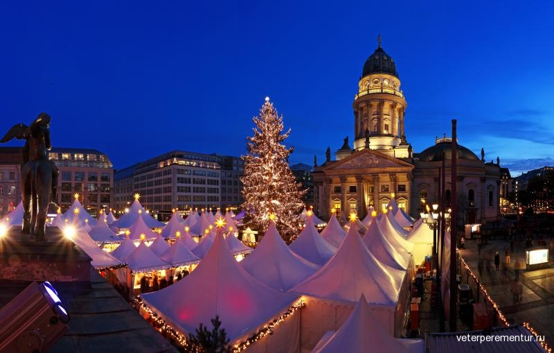 berlin-christmas-market-at-gendarmenmarkt