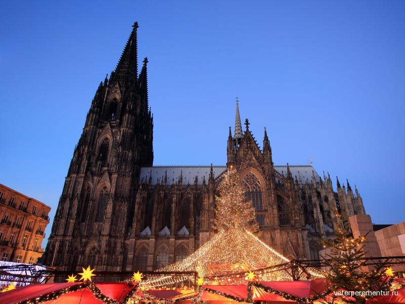 cologne-cathedral-christmas-market-evening-view