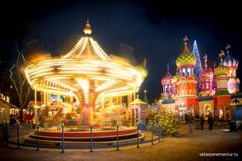 tivoli-gardens-in-copenhagen-christmas