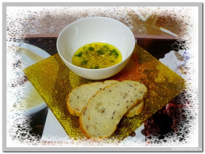 Закуска из оливкового масла, сыра и чеснока