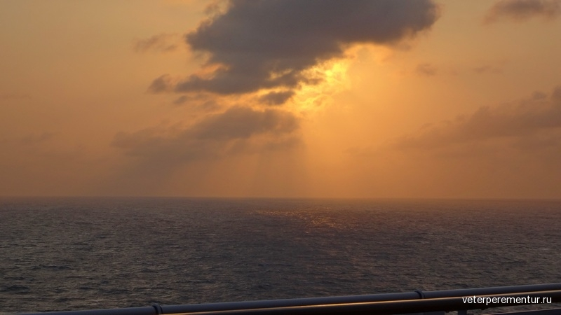 Закат в море