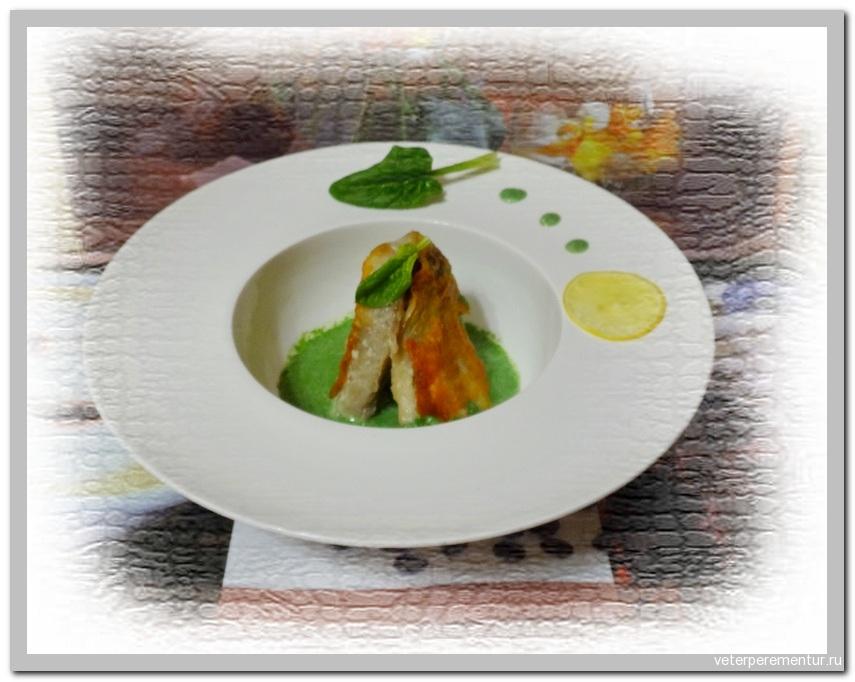 Жареная рыба с соусом из шпината