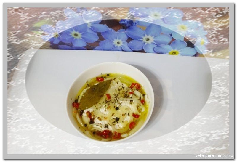 Маринованный сыр с белой плесенью по-чешски (Nakládaný hermelín)