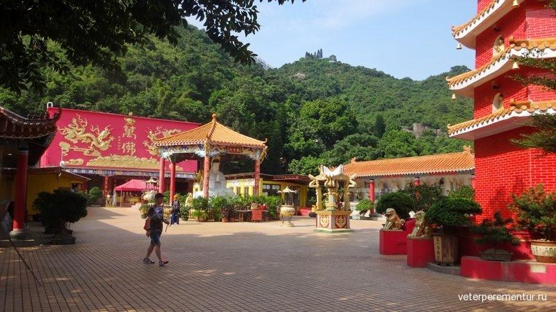 The Ten Thousand Buddhas Monastery