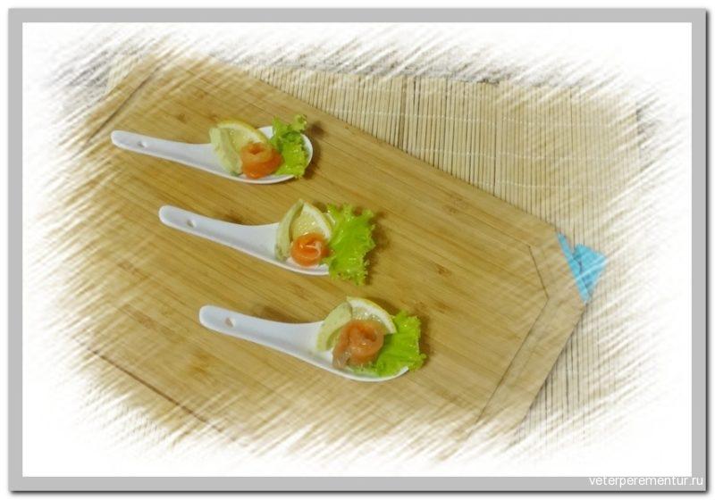 Соленый лосось с лимоном и авокадо