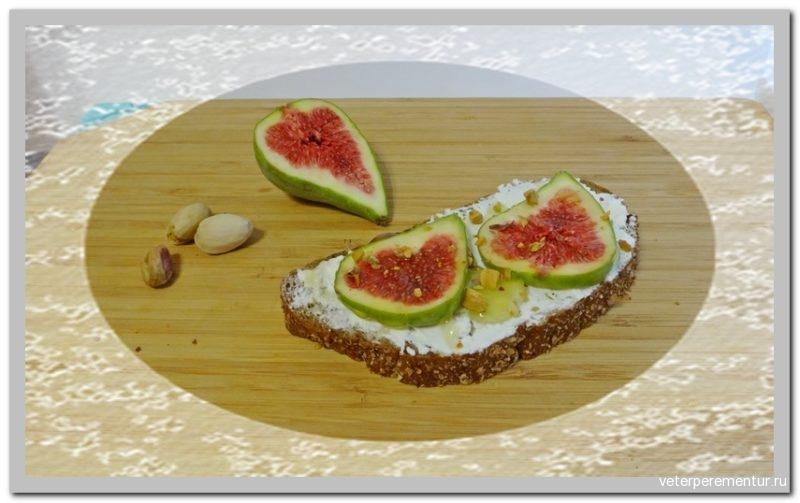 Бутерброд с инжиром и фисташками