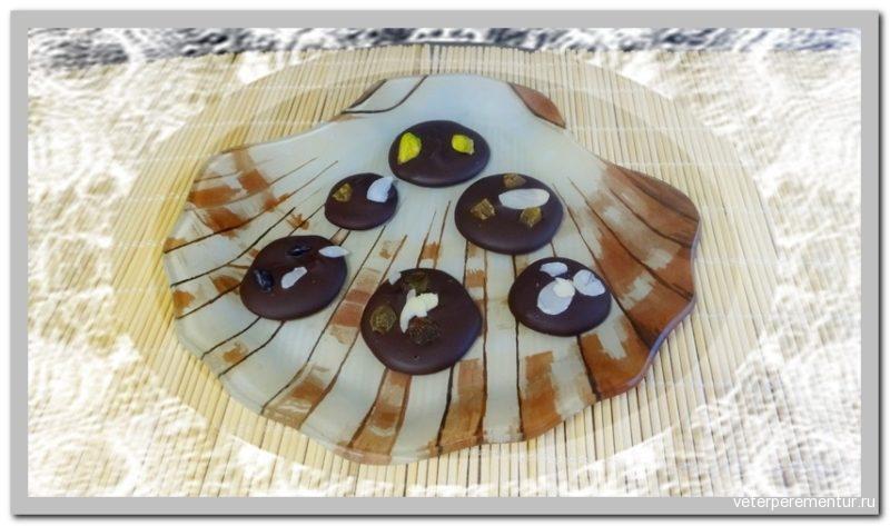 Шоколадные кружки с орехами и цукатами