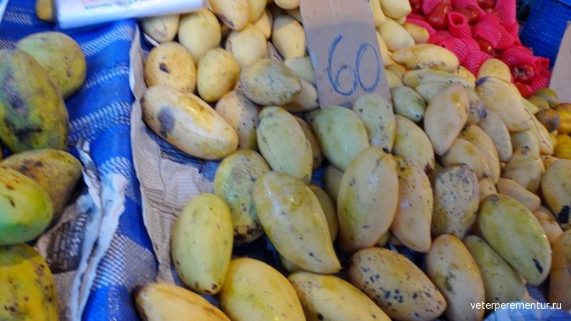 Klong Haeng Saturday Market