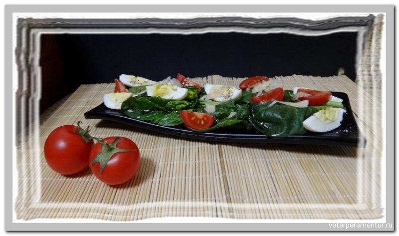 Салат со шпинатом и помидорами черри