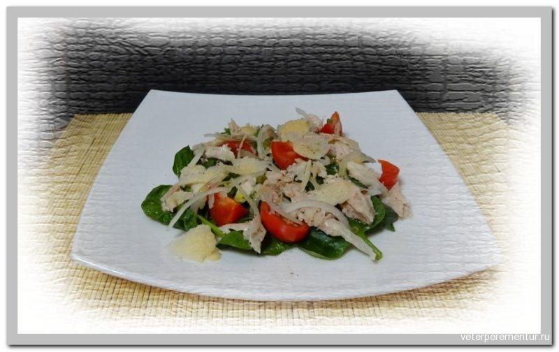 Салат с курицей и шпинатом