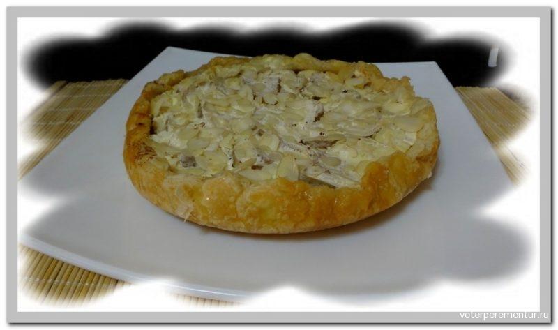 Немецкий яблочный пирог с йогуртом и миндальными лепестками