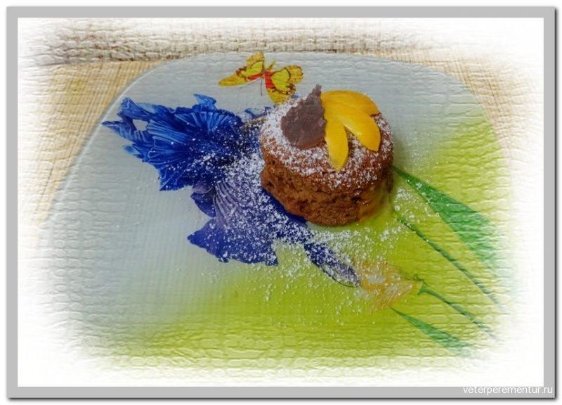 Пирожное с персиком