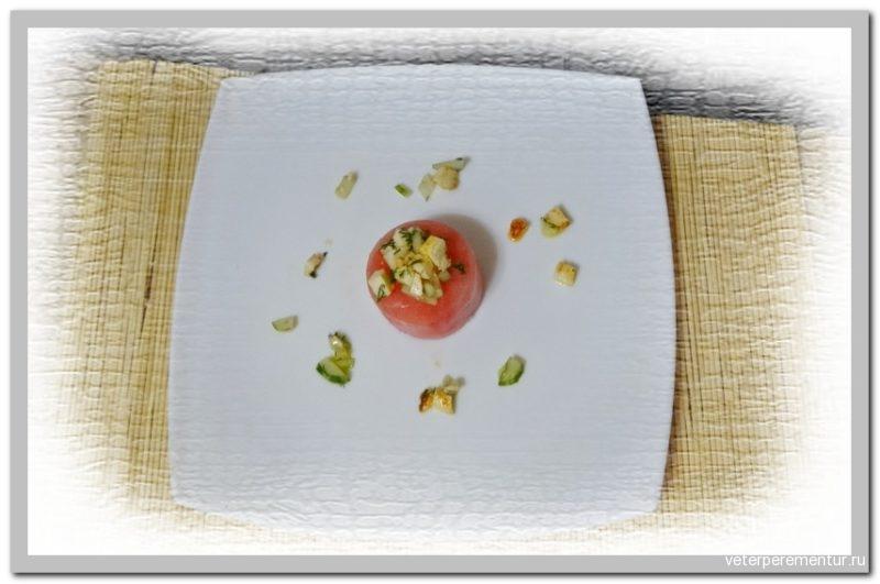 Салат из арбуза, феты, огурца