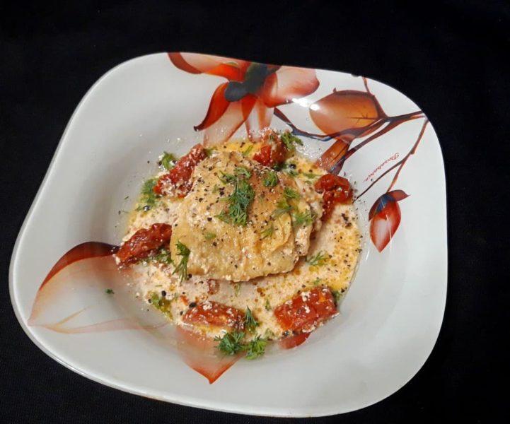 Курица в сливках с вялеными помидорами