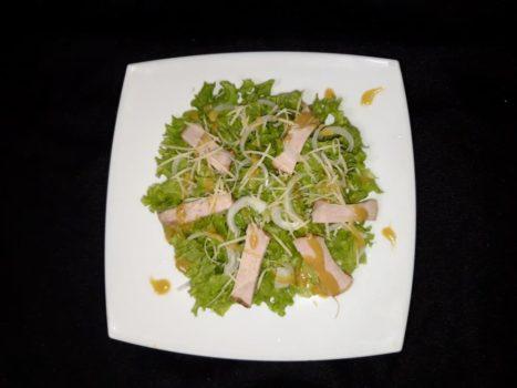 Зеленый салат с мясом