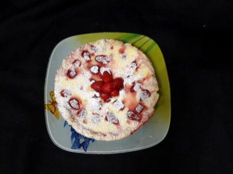 Клубничный пирог с заливкой из йогурта