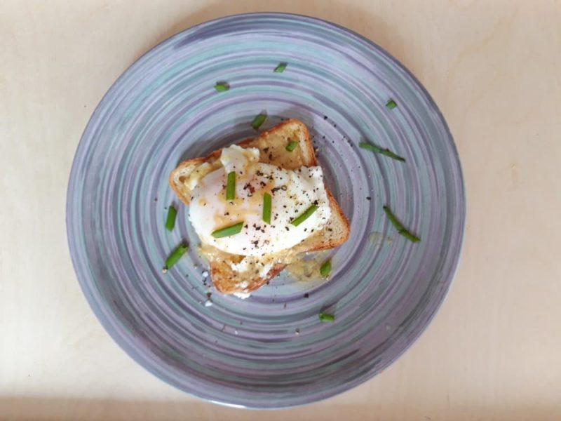 Яйцо-пашот в миске
