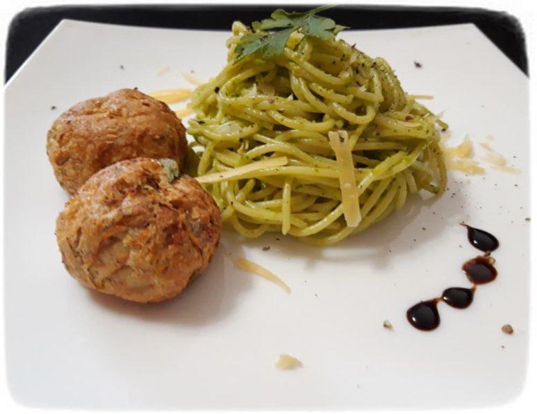 Спагетти с соусом из петрушки и сыра
