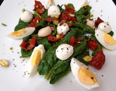 Рецепт Салат со шпинатом и моцареллой