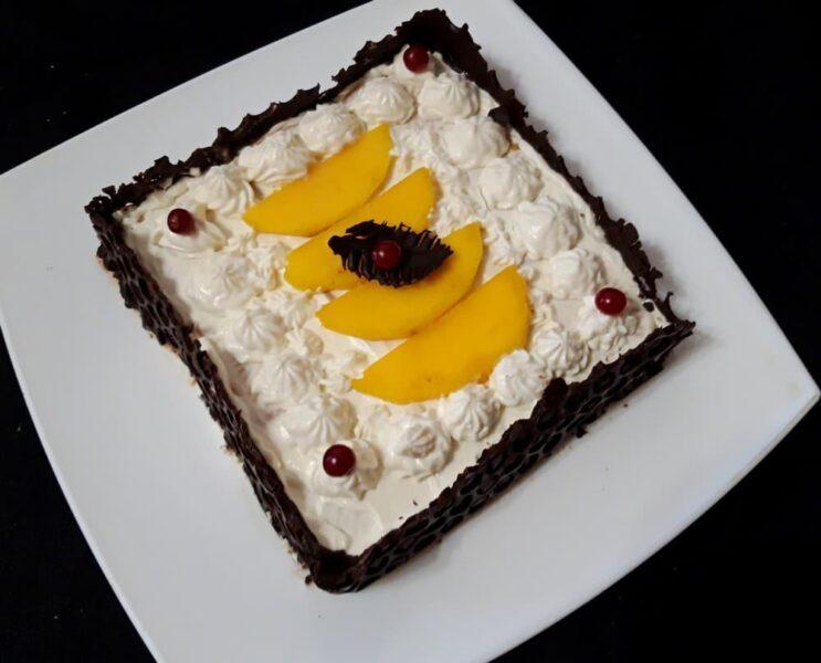 Торт без выпечки с манго и творожным кремом
