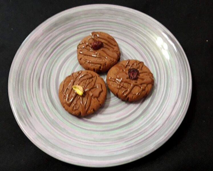 Шоколадное печенье с сушеной клюквой