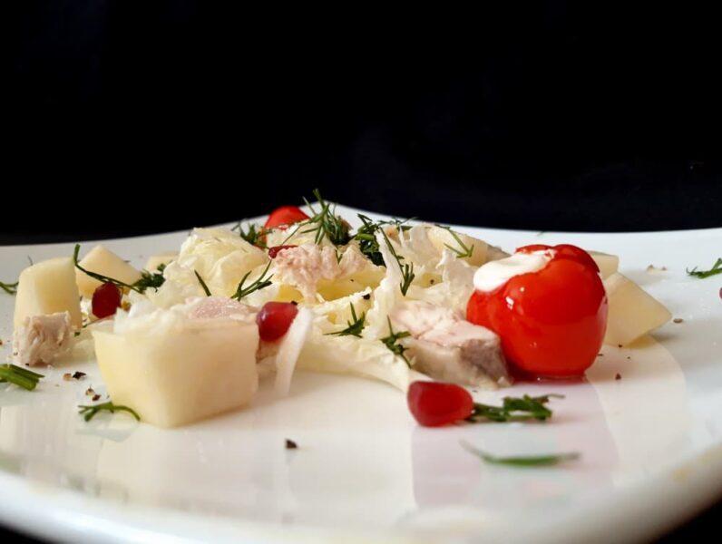 Салат с маринованным острым перцем и грушей