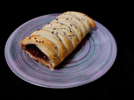 Рецепт Пирог из слоеного теста с шоколадом