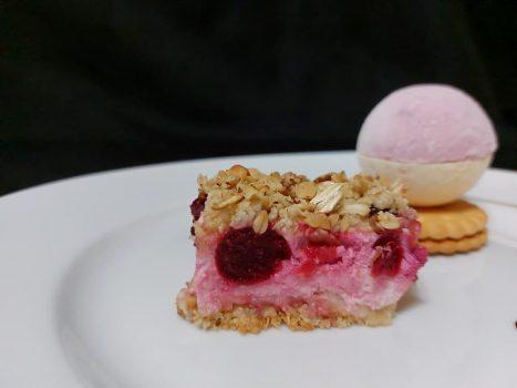 Рецепт Пирог с творогом, ягодами и овсянкой