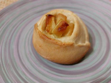 Булочки с начинкой из творога и яблок