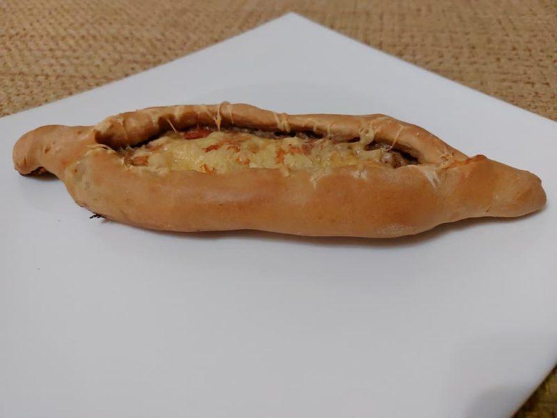 Турецкие лепешки Пиде с мясом и сыром